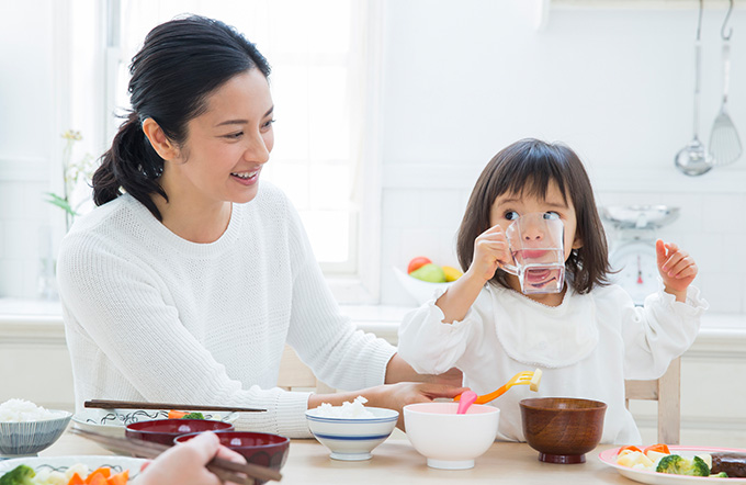 家族の食事風景